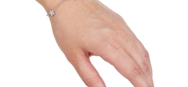Bransoletki damskie srebrne i złote – jak je nosić?