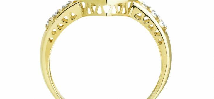Niech twoje dłonie zabłysną szykiem i elegancją. Wybierz złoty pierścionek dla siebie.